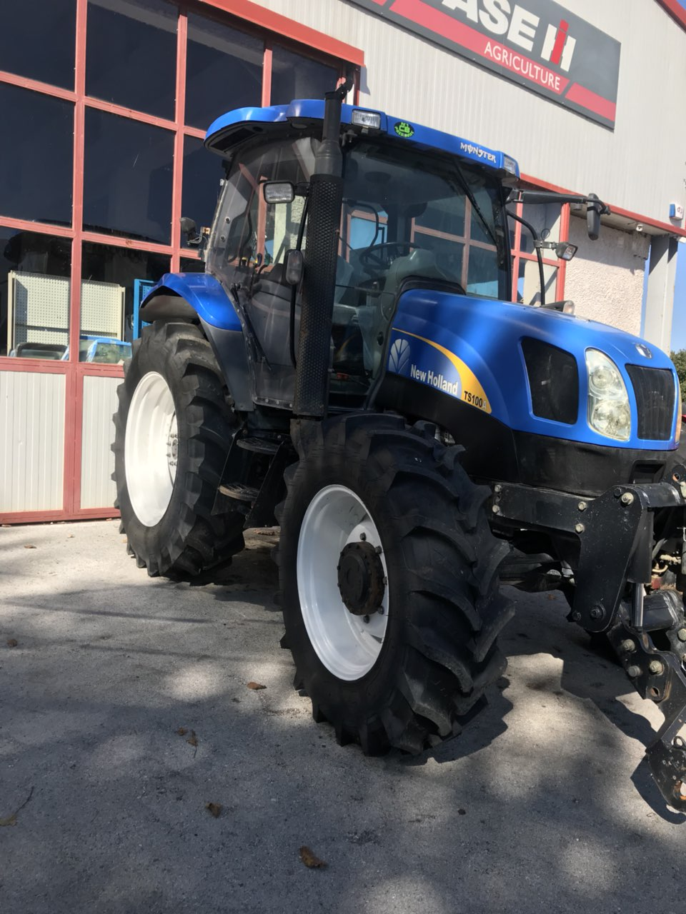 NEW HOLLAND TS100A2